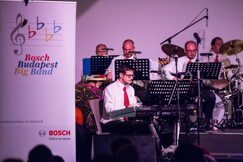 Charity swing – packed Bosch concert